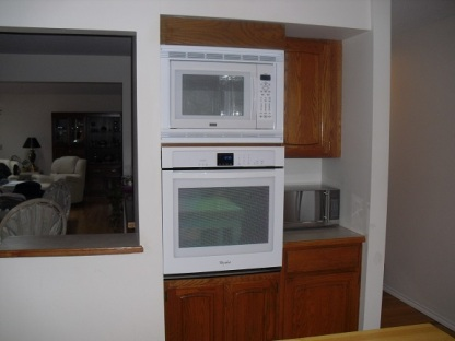 kitchen wall oven/microwave